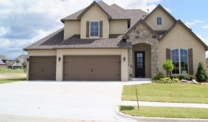 Perry Hood home with driveway