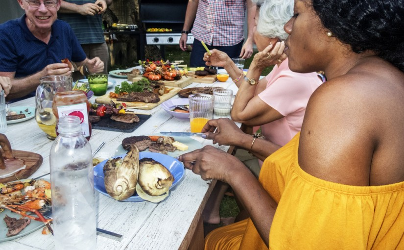 How to Throw an Outdoor Party on a Budget